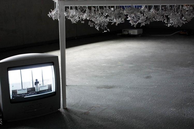 http://www.yukarimatsumoto.nl/files/gimgs/th-39_Flowers_table-tv_web_v2.jpg