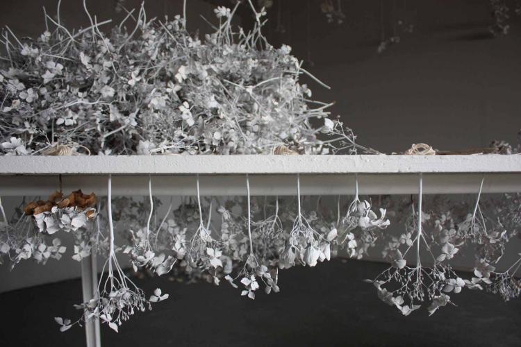 http://www.yukarimatsumoto.nl/files/gimgs/th-39_flowers_table_sideS_v2.jpg